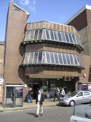 Guildford's North Street post office (1970-72), by architects Roman Halter and Associates, was a radical departure from previous offices; the building incorporated wrap-around glazing and a projecting gazebo.