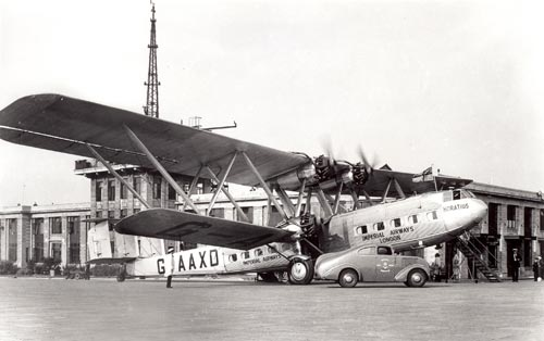 Streamline airmail van beside an Imperial Airways plane at Croydon Airport