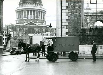 Peter pulls the last horse-drawn mail van to leave King Edward Building, London.