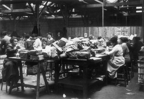Women working on parcel sorting during the First World War (POST 56/6)