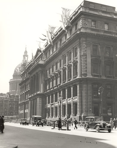 The Central Telegraph Office exterior, decorated for King George V Silver Jubilee, 1935 (POST 118/1130)