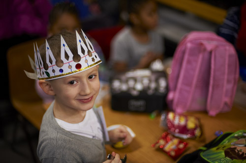 Make a crown at the Majestic Magic day.