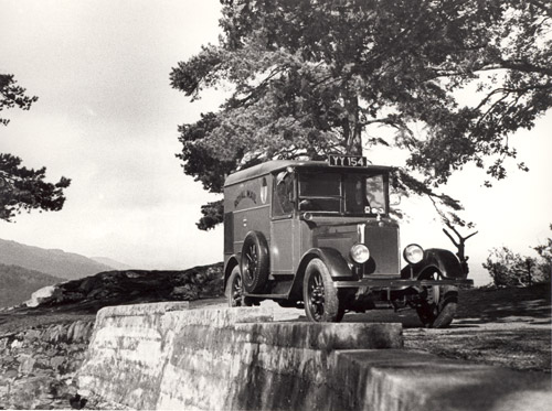 Mail van by Loch Lomond. (POST 118/134)