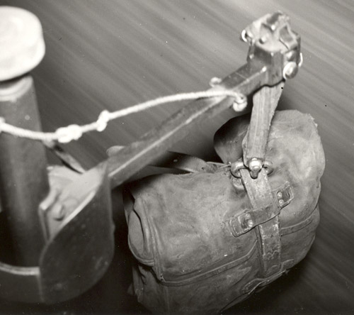 Travelling Post Office bag exchange apparatus. (POST 118/5192)