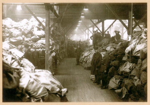 Sorting mail for the troops at the Home Depot, Christmas 1916 (POST 56/6).