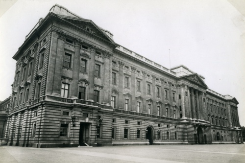 KEVIII projected Coronation issue: Photograph of a view of Buckingham Palace  Photograph taken by GPO film unit for pictorial essays (not used). (POST 150/KEVIII/4/004)